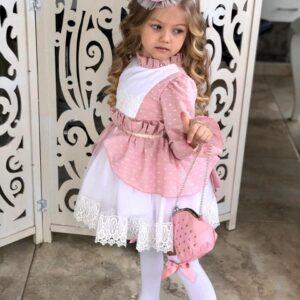 Девочка в красивом бело-розовом платье с бантом