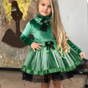 девочка в зеленом платье
