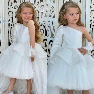 девочка в белом нарядном платье