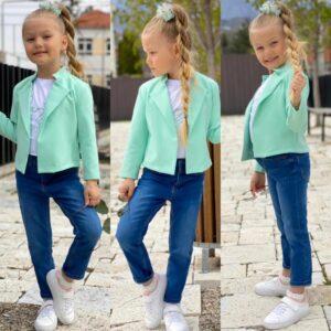 девочка в мятном пиджаке