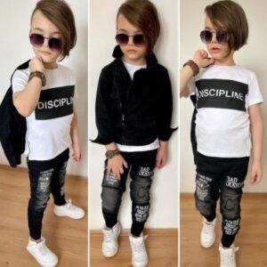 мальчик в футболке, штанах и черной джинсовке