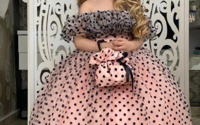 Роскошное розовое платье в горошек