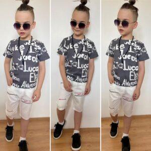 мальчик в футболке и шортах с вышивкой
