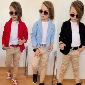 мальчик в пиджаке и брюках с ремнем