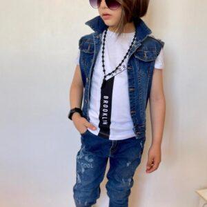 Мальчик в штанах и жилетке