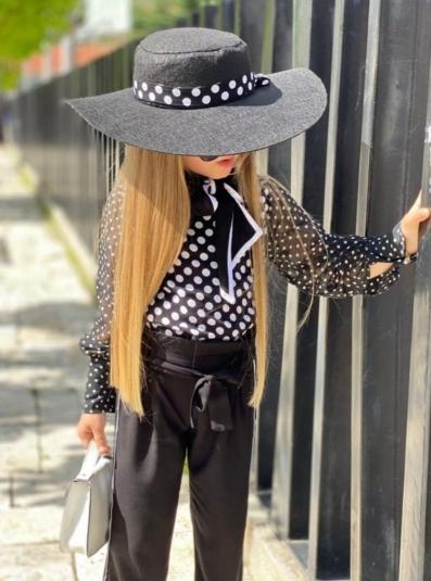 Блузка в горошек, брюки и шляпа для девочки