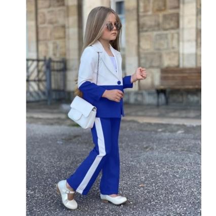 Девочка в брюках и пиджаке