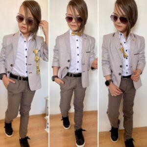 Мальчик в классическом пиджаке и брюках