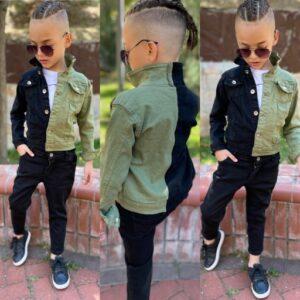 Мальчик в двухцветной джинсовой куртке и штанах